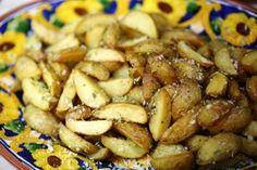 Batatas fritas com casca com orégãos http://grafe-e-faca.com/pt/receitas/entradas-petiscos/entradas/batatas-fritas-com-casca-com-oregaos/