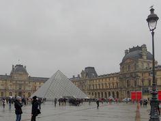 La Cour du Louvre et la pyramide - photographie de Chloé Thobie