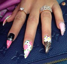 Stiletto nails (Tymetheinfamous)