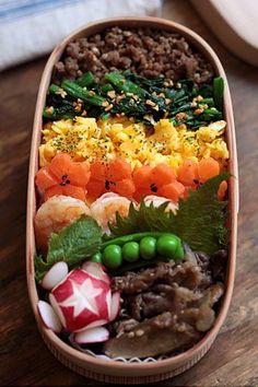 Japanese Bento Box Lunch color bento) So pretty! Japanese Bento Box, Japanese Dishes, Japanese Food, Bento Recipes, Cooking Recipes, Bento Kawaii, Cute Food, Yummy Food, Eat This