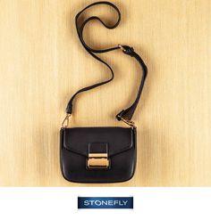 Pronti per un po' di #shopping natalizio? Se vi piace fare regali utili gli #accessori #Stonefly vi aspettano: come questa mini-bag con #tracolla in pelle nera e fibbia a contrasto: un passe-partout che farà colpo!