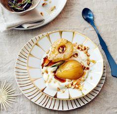 Griechischer Joghurt mit pochierten Birnen