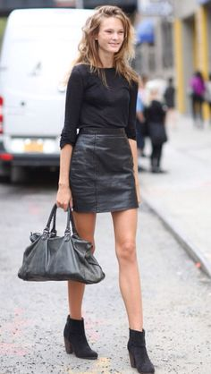Simple black outfit but so effective