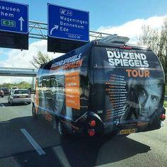 De bus van Duizenden spiegels tour