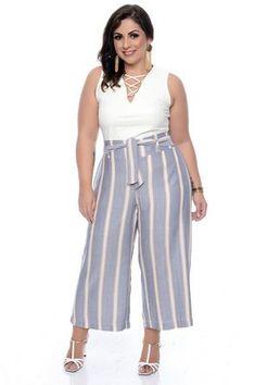 Calça Pantacourt Plus Size Halona - Plus Size Skirts - Ideas of Plus Size Skirts Plus Size Tips, Looks Plus Size, Plus Size Maxi, Plus Size Skirts, Plus Size Model, Plus Size Outfits, Fat Fashion, Big Girl Fashion, Curvy Fashion
