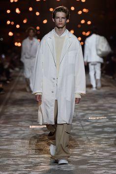 Hugo Spring 2018 Menswear Fashion Show Collection