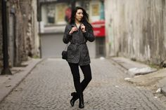Wear a charcoal herringbone coat with black jeans to achieve an interesting and current off-duty ensemble. Black leather ankle boots will bring a dose of elegance to an otherwise simple look. Black Leather Crossbody Bag, Black Leather Ankle Boots, Leather Booties, Crossbody Bags, Herringbone Coat, Double Breasted Coat, Looking For Women, Arsenal, Dark Grey
