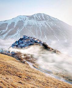 Castelluccio Di Norcia, Italy Via @beautifuldestinations