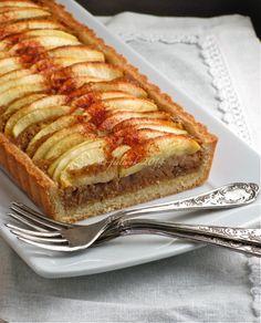 Crostata di mele con frangipane alla cannella