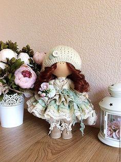Купить или заказать Интерьерная кукла в интернет-магазине на Ярмарке Мастеров. Интерьерная кукла ручной работы. Возможен частичный повтор. Выполнена из высококачественных материалов. Стоит самостоятельно. Шапочка и кофточка связаны вручную. Интерьерная куколка может стать замечательным подарком к любому случаю! Радуйте своих родных и близких!