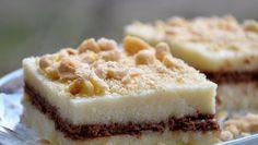 Bisküvili İrmik Tatlısı Tarifi | Mutfakta Yemek Tarifleri  Bisküvili İrmik Tatlısı Tarifi: İlk olarak bisküvili irmik tatlısı yapımına başlarken İrmik, şeker, süt hepsini bir tencereye alarak muhallebi kıvamına gelene kadar pişirmemiz gerekmektedir. Muhallebi kıvamına gelen karışıma ardından da parça parça çikolata ekleyin ve çikolatalar eriyene dek karışımı pişirin. Karışım piştikten sonra bisküvileri bor cama dizin. Bisküvileri irmiğin üzerine dökün. Muzlu pudingi pişirip en üste döküp…