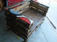 Reclaimed Wood Pallet Chair | Pallet Furniture DIY