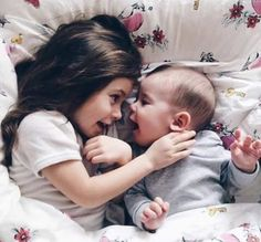 Image de baby, family, and kids Sibling Photography, Children Photography, Happy Baby, Happy Kids, Cute Baby Girl, Baby Boys, Little Babies, Cute Babies, Baby Shoot