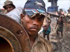 Excelente y revelador documental llamado Embarrancados - YouTube que nos muestra la realidad de cientos de hombres que trabajan en los astilleros de Bangladesh. Las escasa seguridad y las condiciones poco saludables son motivo de conocimiento publico. #DerechosHumanos #justiceFail
