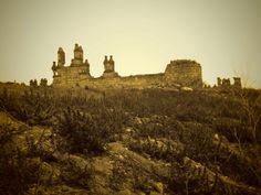 Noves, Castillo de San Silvestre, Fué construido en siglo XV, como el de Maqueda, al que se parece mucho, por el  comendador Gutierre de Cárdenas.