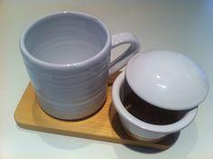 """Mug """"Tracce""""...ceramica di Deruta e legno, realizzate completamente a mano; """"...in Tracce la lavorazione è esaltata e non celata!"""""""