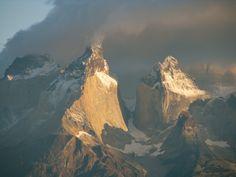 Die patagonischen Ureinwohner nannten die fast 3.000 Meter hohen Torres - Türme des blauen Himmels.
