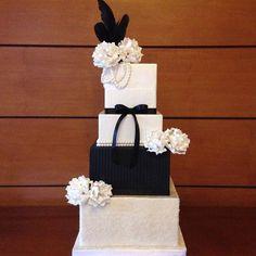 Black and white wedding cake Black White Cakes, Black And White Wedding Cake, Cake Designs, Wedding Cakes, Cupcakes, Cookies, Wedding Gown Cakes, Crack Crackers, Cupcake Cakes