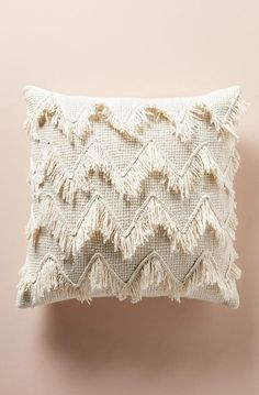 This Anthropologie-inspired crochet pattern is a great Anthro knockoff because it's cheap and trendy! # Home Decor accessories Modern Fringed Crochet Throw - Free Pattern! Boho Pillows, Diy Pillows, Target Pillows, Handmade Pillows, Accent Pillows, Chevron Pillow, Home Decor Accessories, Decorative Accessories, Handmade Home Decor