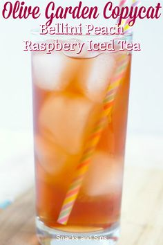 Bellini Peach Raspberry Iced Tea {Olive Garden Copycat} – A delicious and refreshing summer drink that tastes just like the version from Olive Garden! Made with just a few simple ingredients, this is going to be a new favorite. Raspberry Ice Tea Recipe, Raspberry Iced Tea, Peach Ice Tea, Refreshing Drinks, Fun Drinks, Yummy Drinks, Alcoholic Drinks, Cold Drinks, Beverages