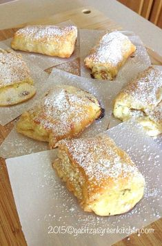 Romanian Farmer Cheese Sweet Pastries This is a recipe that will stay with you for ever as soon as you try it. These farmer cheese sweet pastries are to die for. The place I come from, the pastry shops are on every corner of the… Just Desserts, Delicious Desserts, Dessert Recipes, Yummy Food, Cake Recipes, Healthy Food, Brunch, Romanian Desserts, Romanian Recipes