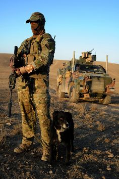"""gjallarhornallewerk: """" I guess I'll be the one to point out that bloke's wrist is broken. Police Dogs, Army Soldier, Military Police, Usmc, Military Working Dogs, Military Dogs, Australian Desert, Australian Cattle Dog, Australian Special Forces"""