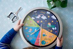 Un petit DIY tout simple pour réaliser une horloge enfants, qui les aidera à développer leur autonomie en leur donnant les repères des routines quotidiennes - horloge 24h- synopte - ief