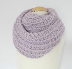 Snood d'après le DIY de Bee Made, avec laine Peace and Wool, rosée.