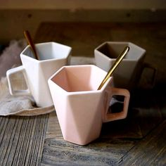 Type: Others Geometric cup. Cool Kitchen Gadgets, Cool Kitchens, Kitchenware, Tableware, Cute Kitchen, Cool Mugs, Cup Design, Ceramic Cups, Home Decor Kitchen