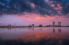 Kunstwerk: 'Nesselande in vuur en vlam' van Prachtig Rotterdam Rotterdam, Clouds, Celestial, Sunset, Country, Outdoor, Canvas, Products, Art