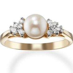 14k gold diamond and cultured pearl ring Really pretty and unique vintage look