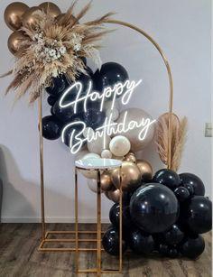 Gold Birthday Party, 40th Birthday Parties, Happy Birthday, Birthday Balloon Decorations, Birthday Balloons, 18th Party Ideas, Balloons Galore, Decoration Evenementielle, Balloon Garland