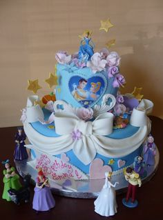 If there is anyone that can make a cake using this one as an inspiration, please let me know. I've never used fondant but I love the look. I've purchased the figurines! Help!