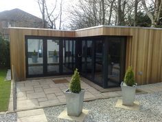 We look at a L-shaped garden office by Insitu Garden Offices. We look at the design details, the price and build time. Container Home Designs, Container Houses, Summer House Garden, Home And Garden, Outdoor Pergola, Outdoor Decor, Backyard Creations, Pool House Designs, Pallet House