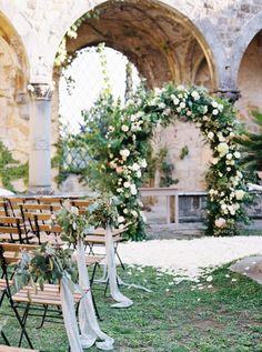 Outdoor Wedding Ceremonies outdoor garden ceremony at an Italian castle Wedding Altars, Wedding Ceremony Decorations, Wedding Table, Wedding Venues, Wedding Ideas, Trendy Wedding, Wedding Ceremonies, Chic Wedding, Decor Wedding