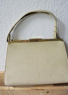 Kaufe meinen Artikel bei #Kleiderkreisel http://www.kleiderkreisel.de/damentaschen-and-rucksacke/handtaschen/163721112-tasche-60er-mit-schnappverschluss-vintage-cremebeigenude-boho-hipster