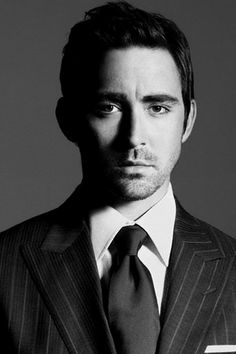 Lee Pace. Plays Thranduil in The Hobbit, therefore making him one of my favorite people ever. x)