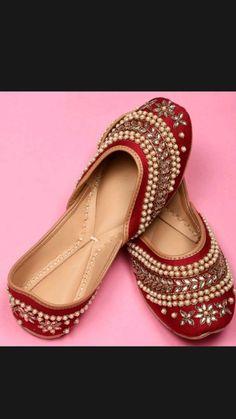Bridal Sandals, Bridal Shoes, Wedding Shoes, Wedding Bride, Wedding Dresses, Indian Shoes, Indian Jewelry, Trendy Shoes, Sock Shoes