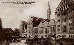 L'Hôtel de VIlle et son beffroi vers 1940