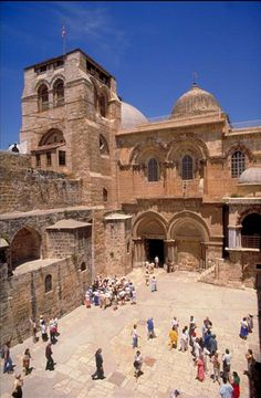 The Church of the Holy Sepulchre, in the Old City of Jerusalem, is one of the major pilgrimage site for Christians. Heiliges Land, Terra Santa, Naher Osten, Visit Israel, Israel Travel, Place Of Worship, Holy Land, Kirchen, Pilgrimage