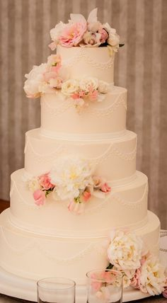 wedding flowers on cake vogue