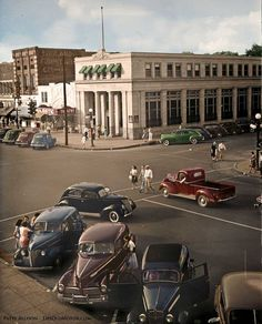 This Library of Congress image shows a view of downtown Florence, Alabama taken in The hydroelectric power generated there by the TVA dams on the Tennessee River beginning in the and the University of North Alabama brought prosperity to Florence. Muscle Shoals Alabama, Florence Alabama, Tennessee River, Colorized Photos, Us Cars, Vintage Cars, Vintage Stuff, Antique Cars, Old Photos