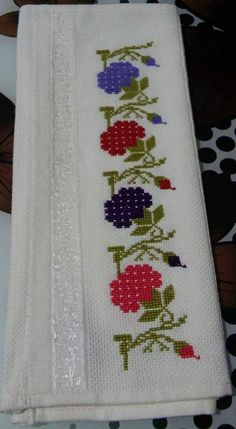 This Pin was discovered by Gül Easy Cross Stitch Patterns, Cross Stitch Art, Cross Stitch Borders, Simple Cross Stitch, Cross Stitch Alphabet, Cross Stitch Flowers, Cross Stitch Designs, Cross Stitching, Diy Crafts Hacks