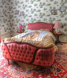 Chateau Muet | notanaddict321 | Flickr Romantic Bedrooms, Abandoned Places, Lounge, Couch, Furniture, Home Decor, Chair, Airport Lounge, Drawing Rooms