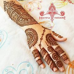 Sooo much henna goodness today.. Will share more pictures soon.. Ps:please give credit when you repost or recreate my designs #henna #hennabrisbane #mehendi #mehndi #mehndibrisbane #hennatattoobrisbane #hennatattoo #whitehenna