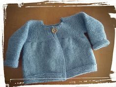 Easy Baby Knitting Patterns, Baby Cardigan Knitting Pattern, Knitting For Kids, Knit Baby Sweaters, Knitted Baby Clothes, Tricot Baby, Baby Kimono, Crochet Videos, Pulls