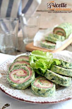 Foto rotolo di frittata di spinaci con provola e cotto
