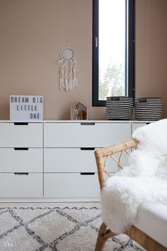 Harmaja honkain keskellä - Valkoinen Harmaja Baby Room, My House, Room Decor, Furniture, Home, Babies Nursery, Home Decor, Baby Rooms, Ad Home