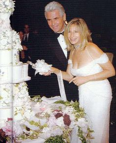 Barbra Streisand et James Brolin le jour de leur mariage Wedding People, Wedding Couples, Wedding Day, Wedding Reception, Hollywood Couples, Hollywood Wedding, Hollywood Gossip, Celebrity Wedding Photos, Celebrity Weddings