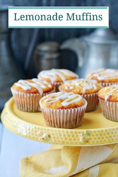 Lemonade muffins made with frozen lemonade concentrate and a lemon glaze. Best Muffin Recipe, Simple Muffin Recipe, Muffin Recipes, Quick Bread Recipes, My Recipes, Baking Recipes, Flavored Lemonade, Frozen Lemonade, Squash Muffins